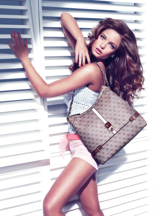 Guess_Accessories_Christmas_2012_campaign1