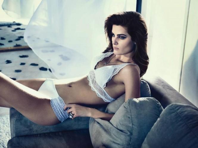 isabeli-fontana-lingerie-campaign2-800x599