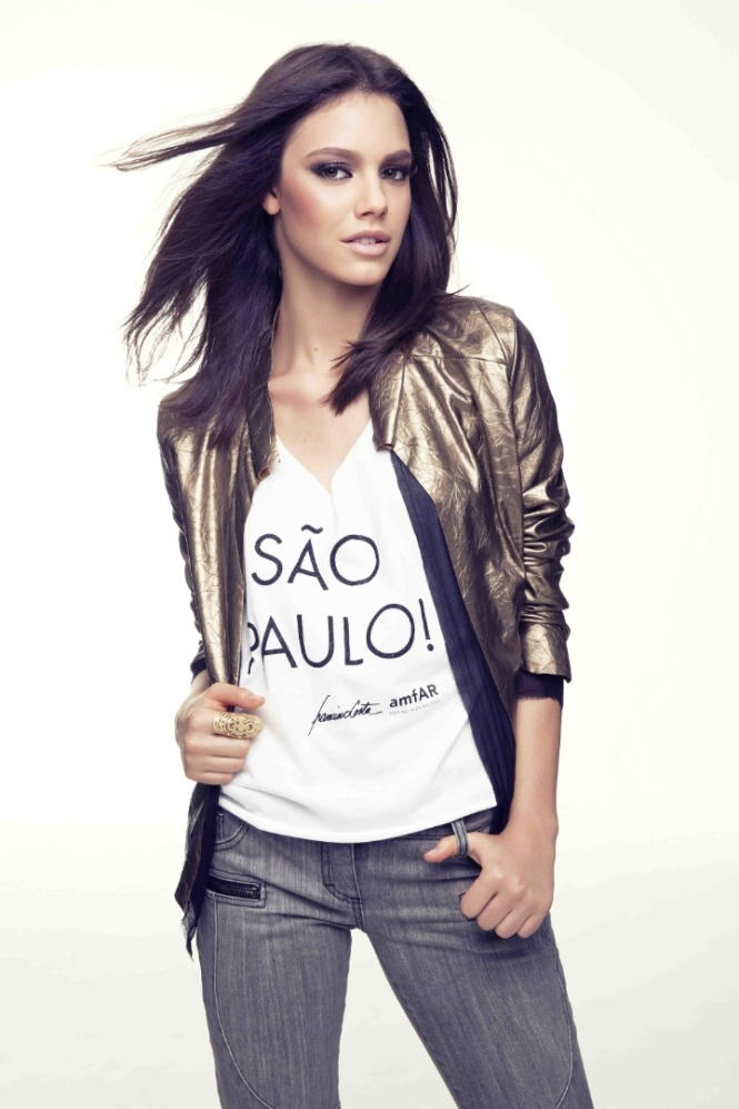 laura-neiva-usa-camiseta-em-apoio-a-amfar-organizacao-fundada-pela-atriz-elizabeth-taylor-1364939457779_720x1080