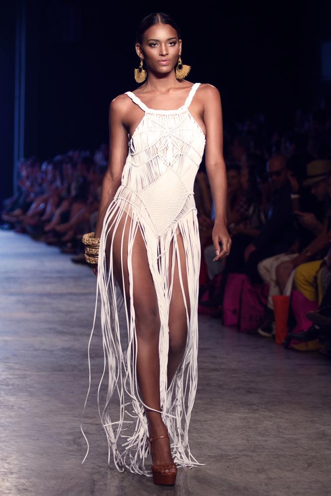 Bikiny Society Desfile Dragão Fashion Brasil 2015  (32)