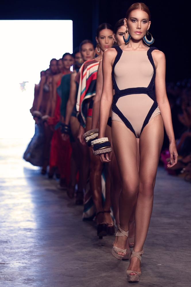 Bikiny Society Desfile Dragão Fashion Brasil 2015  (34)