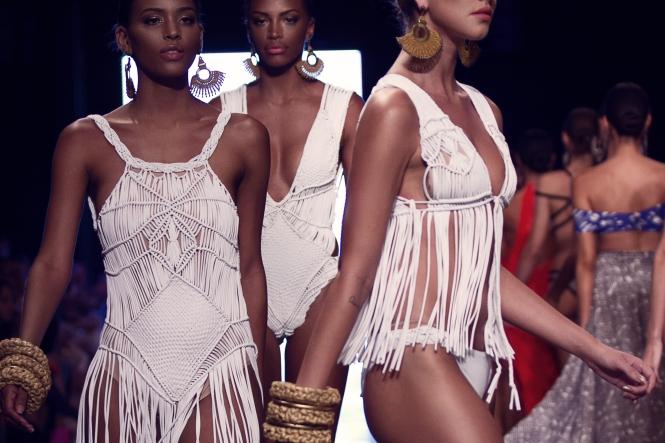 Bikiny Society Desfile Dragão Fashion Brasil 2015  (35)