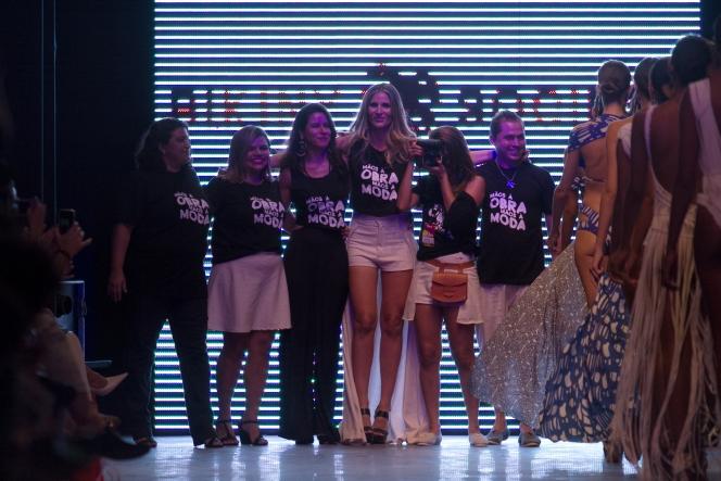 Bikiny Society Desfile Dragão Fashion Brasil 2015  (37)